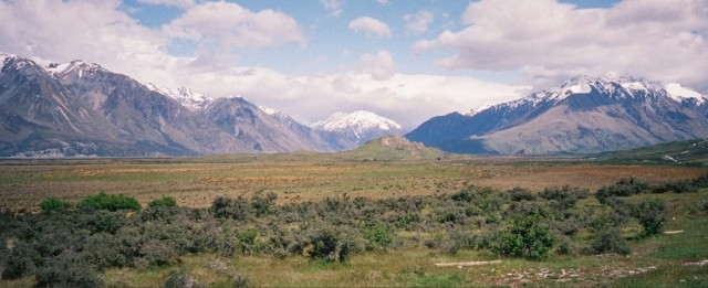 Edoras is the small hill in the foreground. (click to enlarge)
